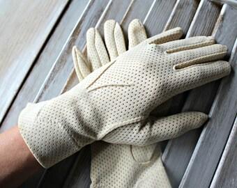 Vintage. Gloves. Tan. Cute gloves! 1960s!