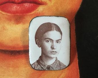 Frida Kahlo Photo Jewellery - Enamel Frida Kahlo pin brooch - frida pin badge