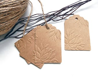 10 labels kraft embossed flowers 70 x 45 mm
