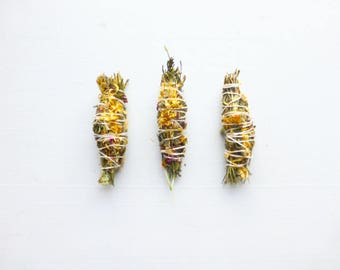 Gypsy Gold Cedar Smudge stick//Calendula//Red Sandalwood//Sweetgrass//Space clearing//Housewarming Gift//Sacred Space//Ritual