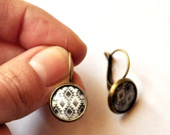 Earrings sleepers Aztec summer black and white resin cabochon