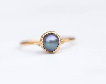 Raw Black Pearl Ring for Women, Gold Ring, June Birthstone Ring, Delicate Stack Ring, Dainty Ring, Minimalist Ring, Pearl Engagement Ring