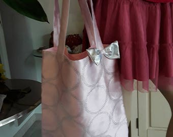 774 bag chic and elegant pink shiny with Rhinestones in the round on the front, back is pink linen and lining with zippered pouch