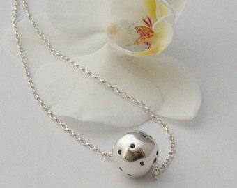 Fine silver ball necklace