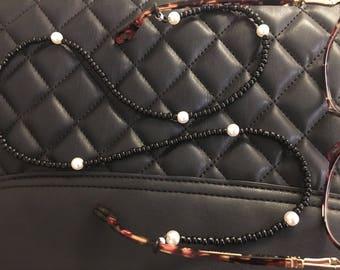 Black and pearl sunglasses chain