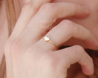 Petite Simple Gold Heart Ring
