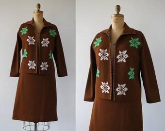 vintage 1960s suit / 60s brown knit suit / 60s plus size suit / 60s cardigan skirt suit / 60s novelty print suit / extra large XL
