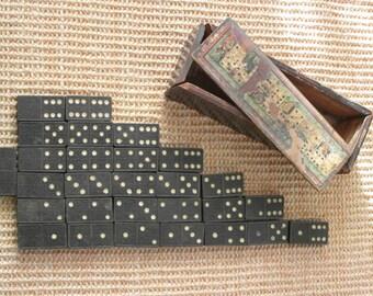 PORTOFREI Antik Domino Spiel Set komplett mit Holzdose handgearbeitet Dominos Dose mit Zwerge Dekor