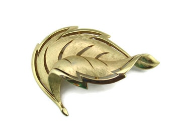 Vintage Crown Trifari Gold tone Feather Brooch Pin
