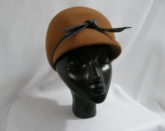 Vintage brown felt cap with black band