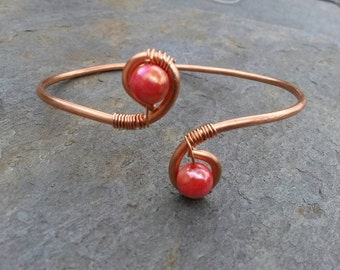 Simple Hammered Copper and Iridescent Red Shell Bracelet