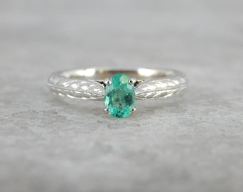 Perfectly Textured Emerald Solitaire In White Gold EQMVPQ-D