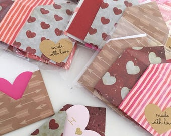 Valentine's Day pack of 6 mini envelopes and love notes.