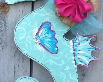 Seahorse door hanger, seahorse door sign, seahorse sign, summer door sign, summer sign, beach door hanger, nautical door sign, nautical sign