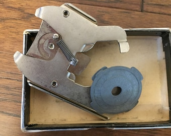 """Magnavox 521865-1 7"""" Record Adapter, Vintage Magnavox, record player parts, vintage electronic parts, 45 rpm record adapter"""