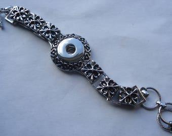21.5cm Snap Button Toggle Clasp Bracelet, Silver Tone Flower Carved Enamel Bracelet, Fits 18mm /20mm Snap Buttons, C23