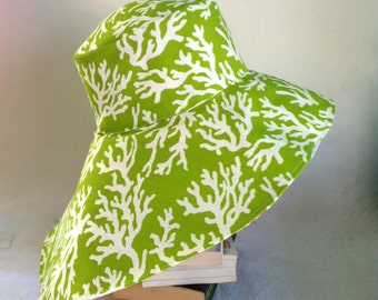 Reversible Sun Hat in green and pink