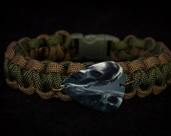 Olive Green and Brown Paracord Bracelet with Walking Dead guitar pick: Walkers!