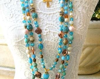 Lumineux collier multirangs turquoise et doré