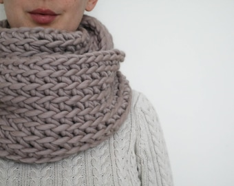 100% Wool Super Chunky Crochet Cowl - Beige