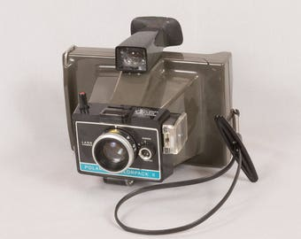 Vintage Polaroid Colorpack II Land Camera Polaroid instant camera Setting 3.5 ft to infinity Color / black and white film Includes cold clip