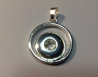 New! 12mm Silver Snap Hoop Pendant. Fits 12mm snaps..