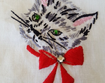 Hand embroidered linen fingertip towels with a cat and a dog, they have jeweled eyes and collar