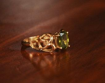 Vintage Celtic Knot Peridot Ring