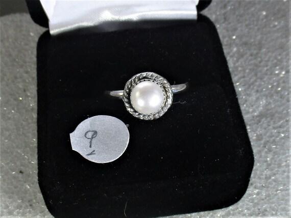 Vivid white pearl handmade sterling silver ring
