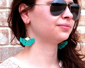 "Boucles d'oreille AEMULA Vert Emeraude / Doré - Eventail Cuir Crochet - Bijoux Boho hippie Mariage / Quotidien - Collection ""Gypsy Chic"""