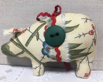 animal ornaments, red and green pig, tree ornaments, pig decor, farmhouse, shabby cottage, Christmas decorations