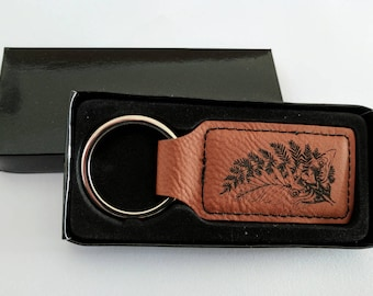 TLOU Ellie's Tattoo Keychain, laser engraved on brown leatherette, rectangular. Customise with your name or any other inscription!