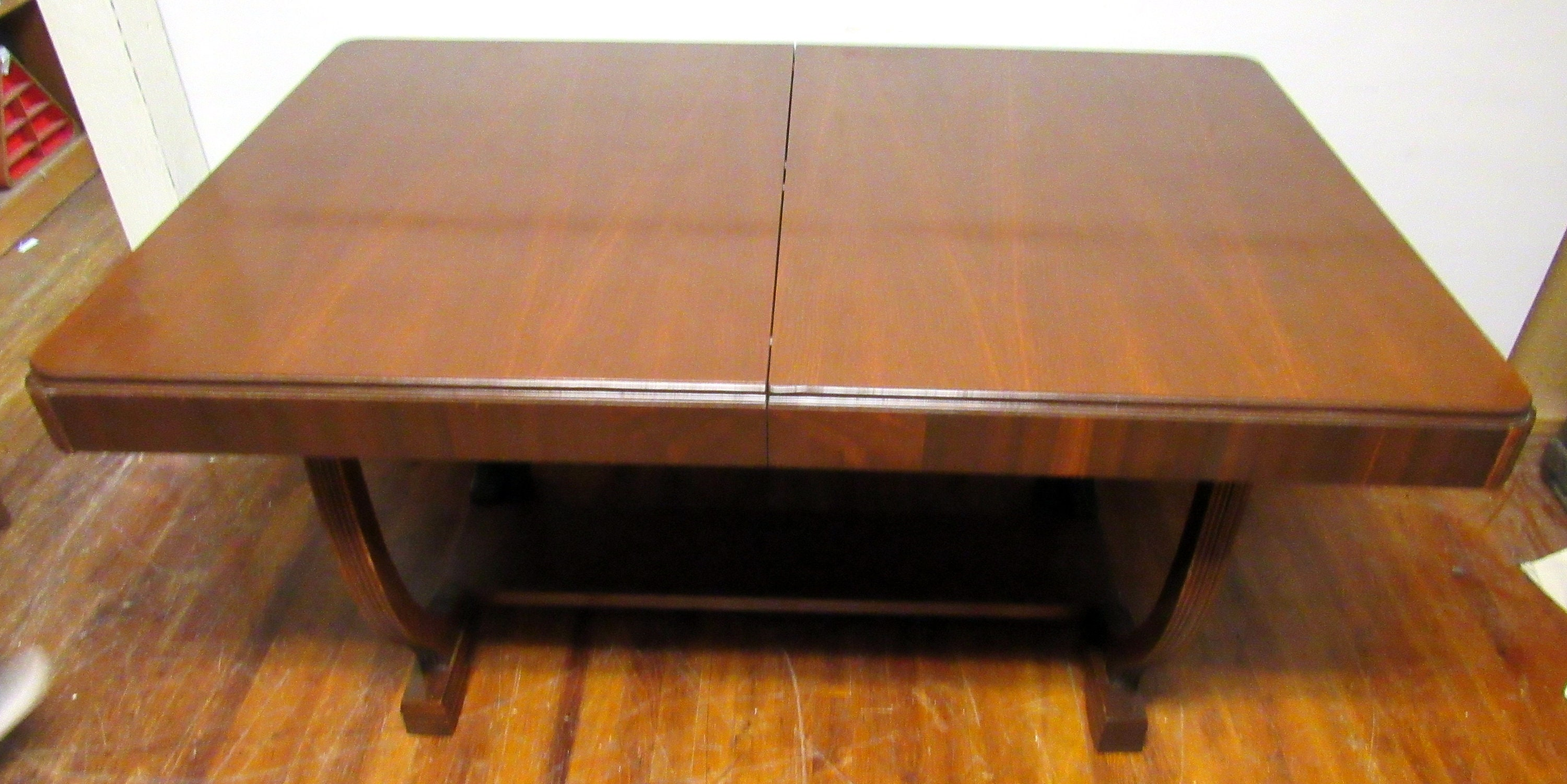 Art Deco Dining table with butterfly leaf and six chairs