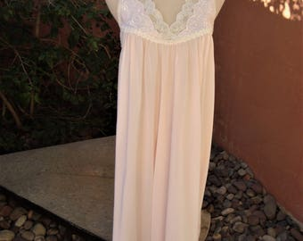 Pale Pink Nightgown Lace Empire Bodice By Miss Elaine Size S Union Made USA