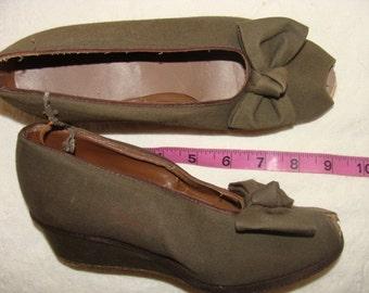 Vintage 30-40-50's Mid Century Army Green Gabardine Bow Peep Toe Wedge Ladies Heels 4/4.5 Ladies Shoes