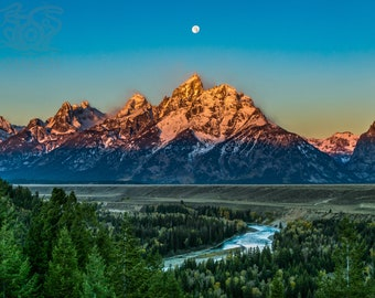 Moonset at Snake River