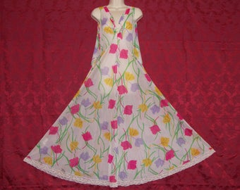 Spectacular vintage Claire Sandra by Lucie Ann signed floral nylon nightgown