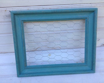 Blue Chalk Paint Chicken Wire Frame 15 x 12 / Shabby Chic / Upcycled / Office Organization / Jewelry Storage / Memo Board