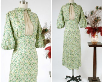 Vintage 1930s Dress -Charming Green Floral Cotton 30s Day Dress with Full Sleeves and Inset Dickie