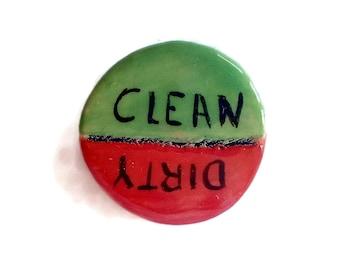 Clean dirty dishwasher magnet, clean dirty dishwasher sign, round clean dirty magnet, green and red handmade ceramic dishwasher magnet