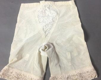 Vintage lingerie / vintage garter belt / vintage shaper / vintage girdle / vintage shape wear / vintage underwear / pinup lingerie 8173