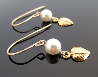Pearl drop earrings bridesmaid, Pearl gold earrings, Pearl for bridesmaid, Pearl and leaf earrings, Bridesmaid gift earrings, Wedding party