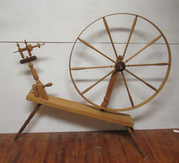 Decorative spinning wheel