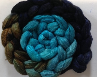 Hand Dyed gradient roving 3ozs polwarth mulberry silk 70/30 Ready to ship