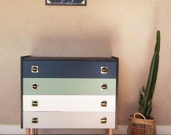 """""""Charming"""" vintage Dresser"""