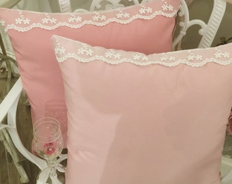 Taffetá pillow and pink shocking lace