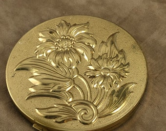 Estate Vintage gold tone raised floral on is an American Beauty By Elgin well stored condition