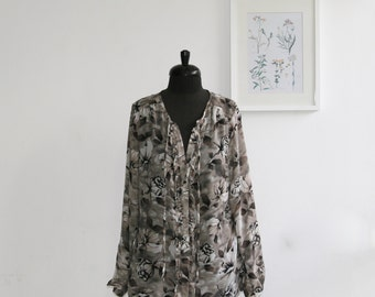 SALE/ Vintage gray floral print women blouse/ ruffle top/ size 16 US/ chiffon blouse