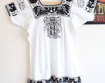Vintage white black Mexican hand embroidered floral 70s boho top penny lane lace blouse S M
