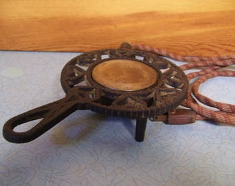 Vintage Williamsburg cast iron warmer